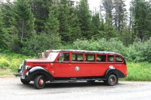 glacier-park-red-bus